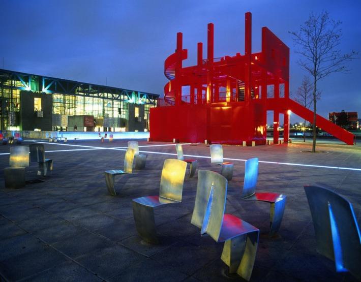 parc-de-le-villette-paris-architect-bernard-tschumi-completed-1987-of-votes-3